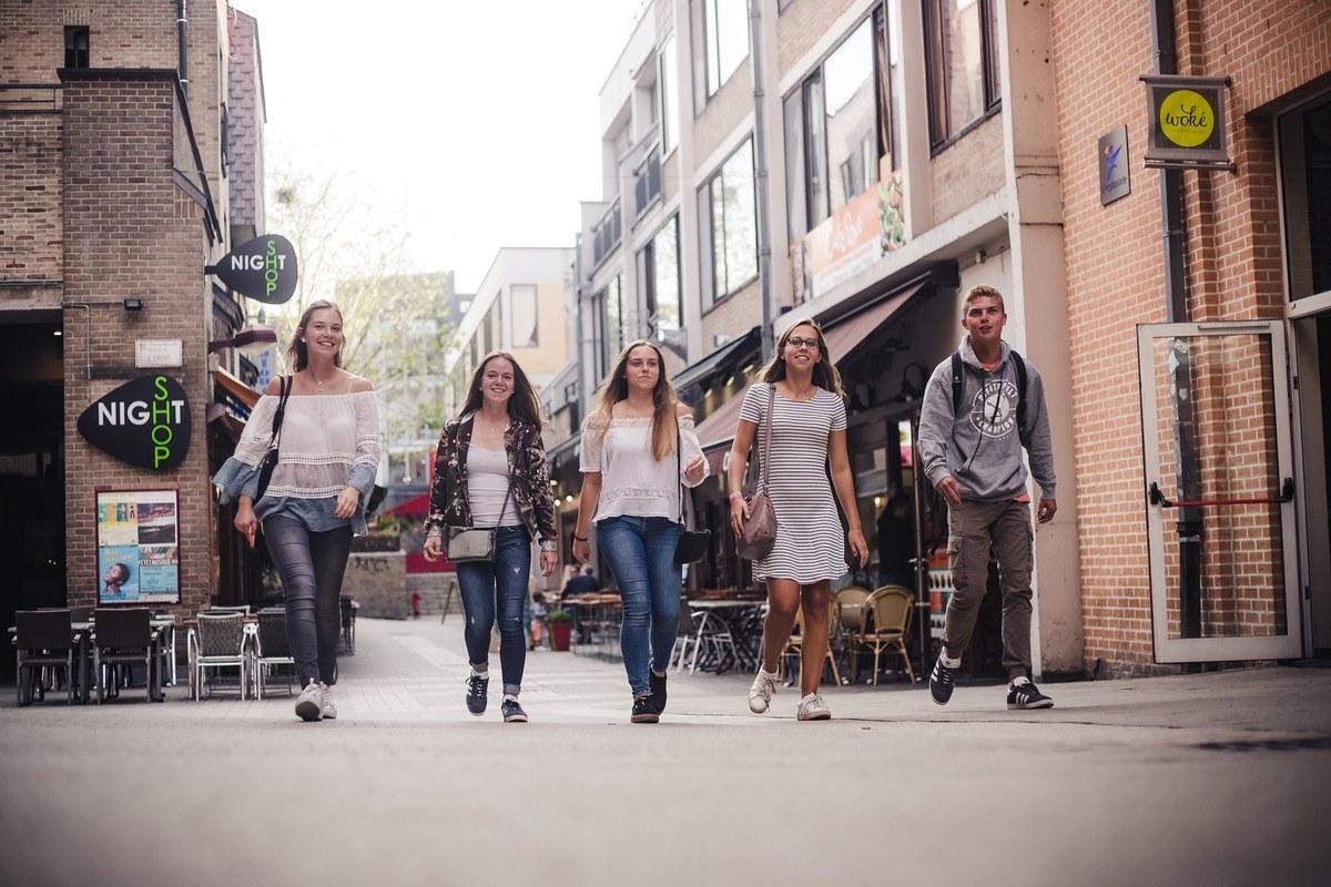 Jeunes piétons - rue Rabelais