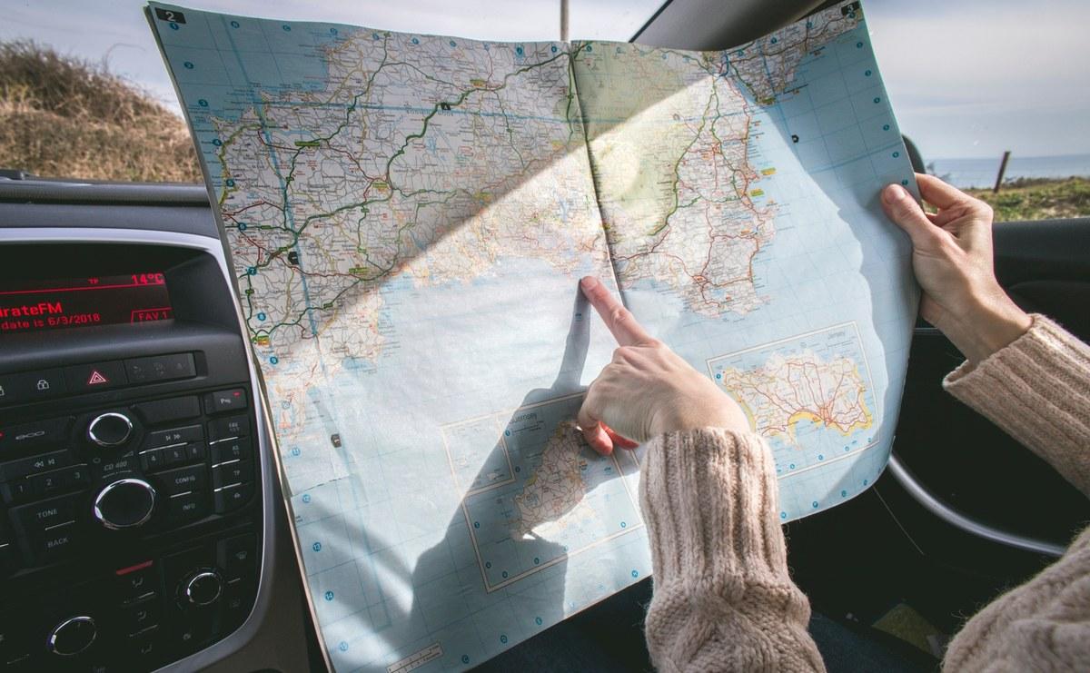 En voiture avec un plan