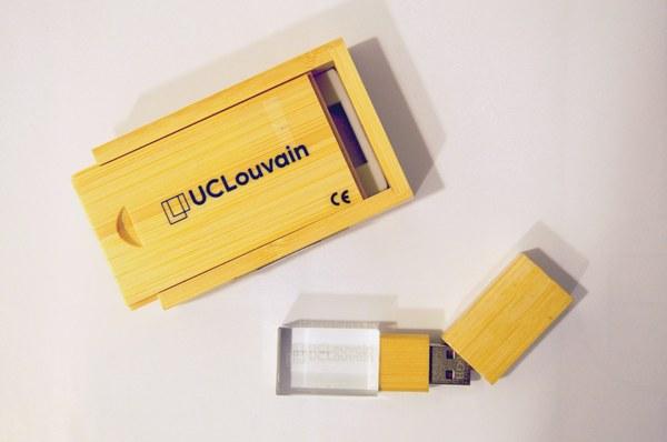 Clé USB UCLouvain bois et cristal